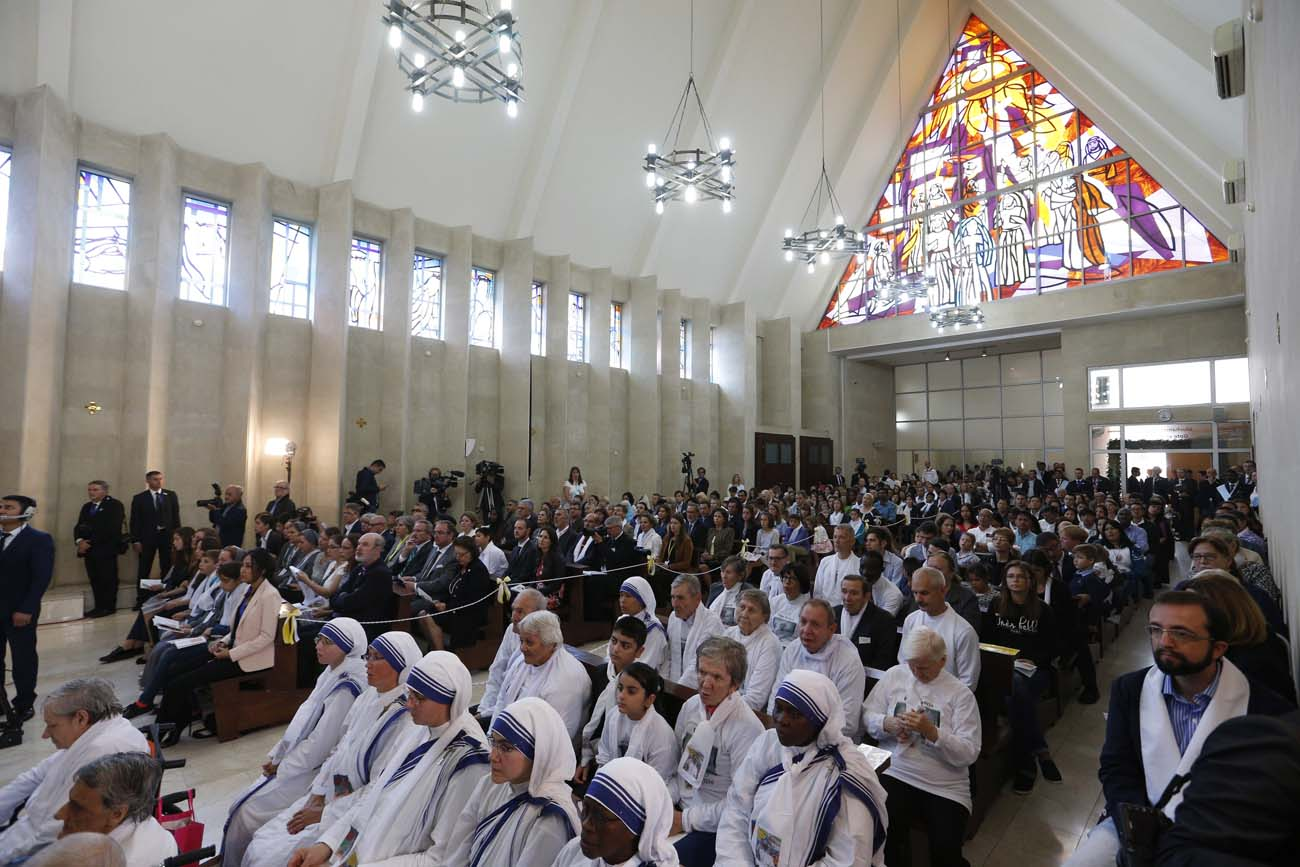 The faithful attend Pope Francis' celebration of Mass at the Church of the Immaculate Conception in Baku, Azerbaijan, Oct. 2. (CNS photo/Paul Haring)