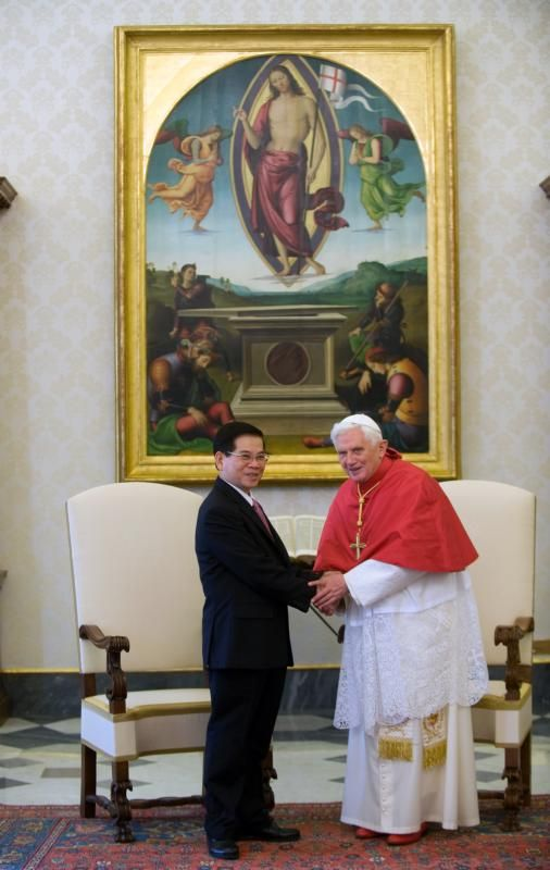 In a 2009 file photo, Vietnamese President Nguyen Minh Triet and Pope Benedict XVI are pictured during a private meeting at the Vatican. Delegations from the Vatican and from Vietnam reported continued progress in discussions between their two countries, a Vatican press statement said.(CNS photo/Alessia Giuliani, Catholic Press Photo)