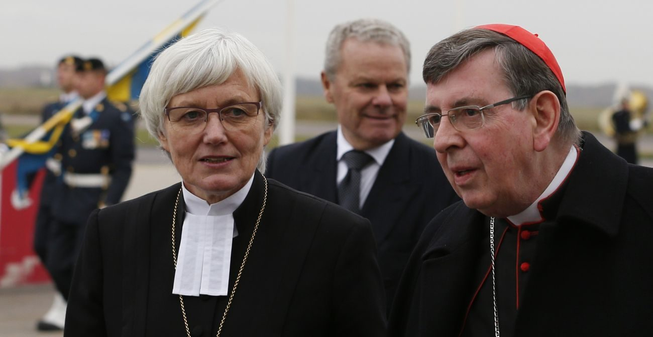 Archbishop Antje Jackelen, primate of the Lutheran Church in Sweden, and Cardinal Kurt Koch, president of the Pontifical Council for Promoting Christian Unity, are seen as Pope Francis arrives Oct. 31 in Malmo, Sweden. (CNS photo/Paul Haring)