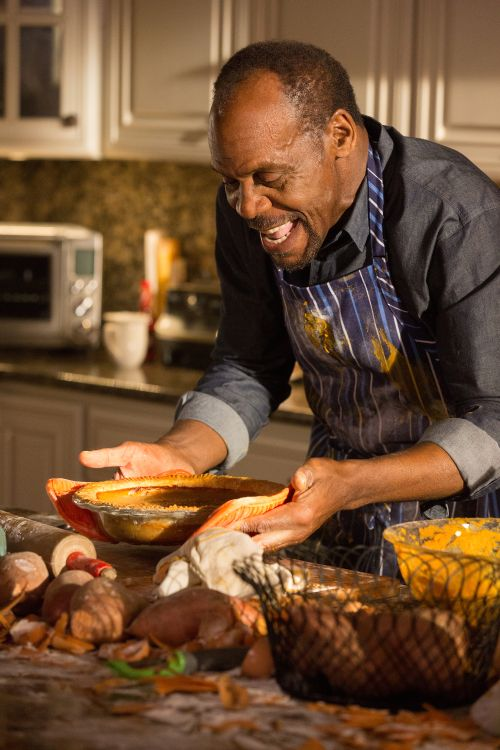 "Danny Glover stars in a scene from the movie ""Almost Christmas."" (CNS photo/Universal)"