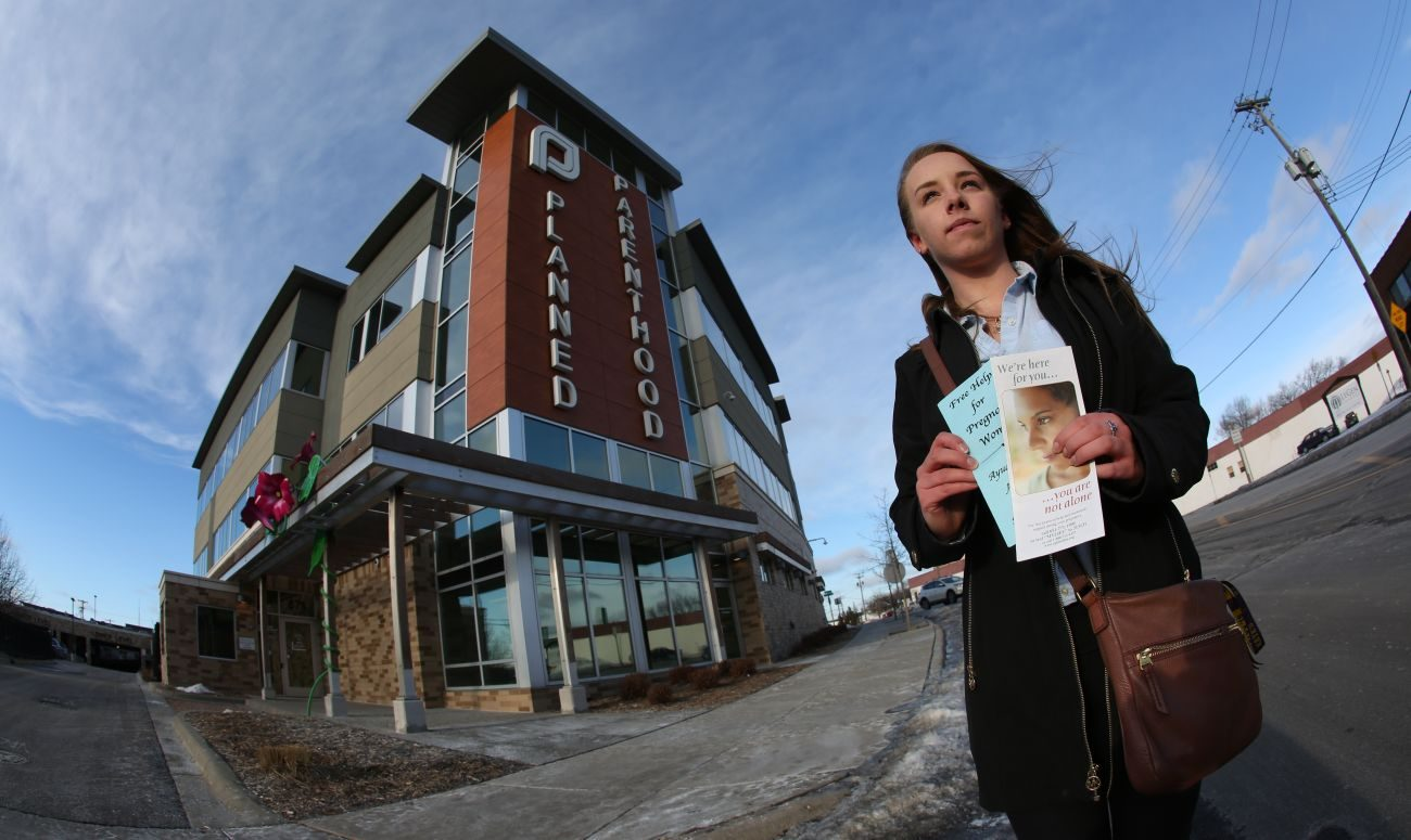 Nicky Peters stands outside Planned Parenthood in St. Paul, Minn., Jan. 3. Peters stands outside the center twice a month to offer information and compassion to women arriving for abortions. (CNS photo/Dave Hrbacek, The Catholic Spirit)