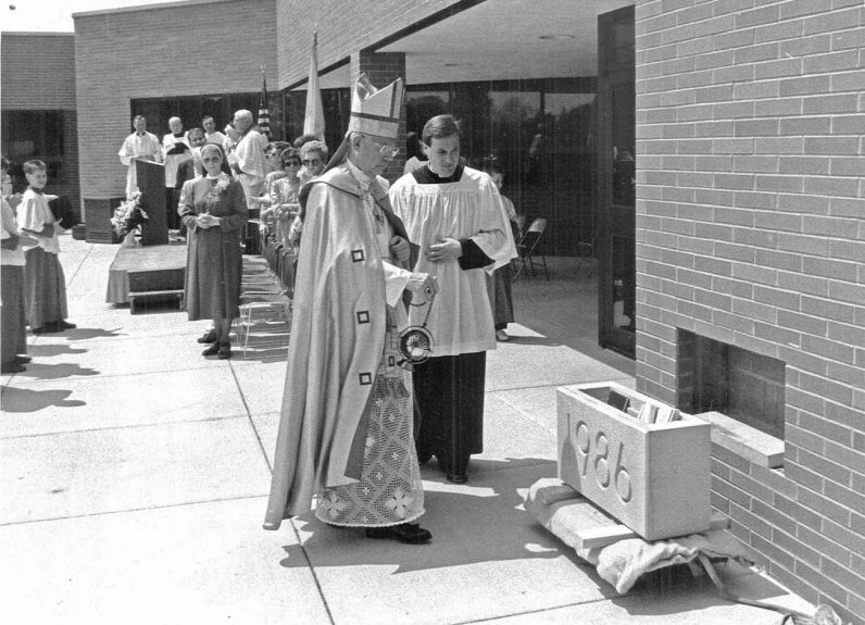 Bishop Lohmuller leads the dedication for the Dreuding Center at Holy Redeemer Hospital in Meadowbrook on May 30, 1987. (Robert and Theresa Halvey Photograph Collection)