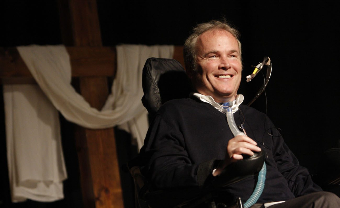 Detective Steven McDonald of the New York Police Department, who was shot and paralyzed in the line of duty in 1986, smiles as he addresses the audience during a Catholic men's conference at Holy Trinity Diocesan High School in Hicksville, N.Y., in 2009. McDonald died Jan. 10 at a Long Island hospital at age 59. (CNS photo/Gregory A. Shemitz, Long Island Catholic)