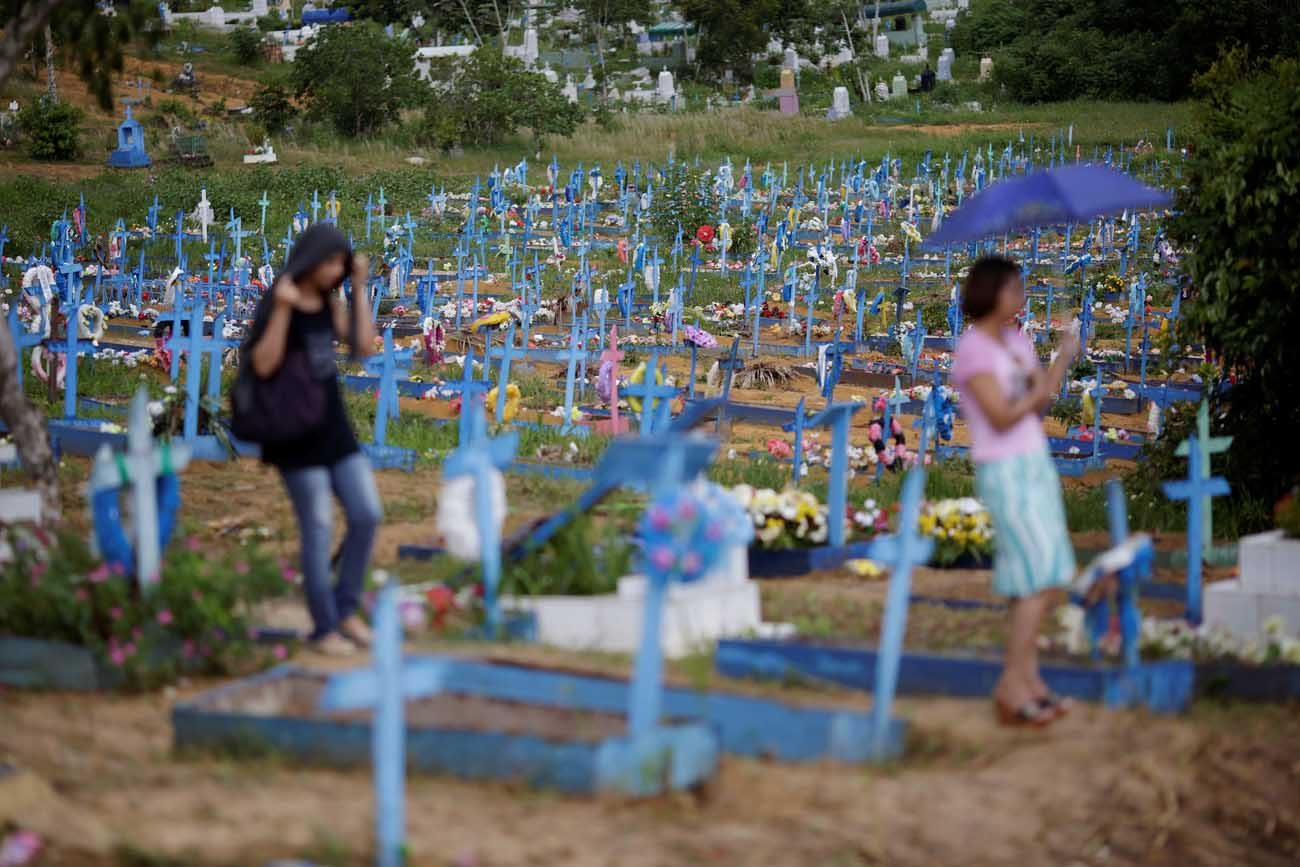 A general view of Trauma cemetery is seen in Manaus, Brazil, Jan. 4, during the funeral of one of the inmates who died in a Jan. 1-2 prison riot. (CNS photo//Ueslei Marcelino, Reuters)