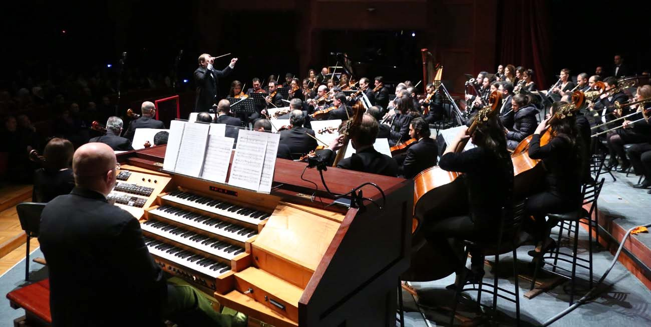 Italian Catholic cathedral organist Eugenio Maria Fagiani, left, performs Feb. 9 with the Syrian National Symphony Orchestra at the Damascus Opera House. (CNS photo/Ghyath Haboub)
