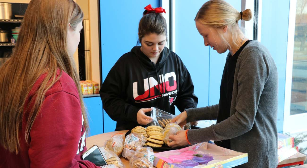 Students prepare snacks for a pre-hockey game gathering at the St. John Paul II Newman Center Feb. 10 in Omaha, Neb. The center, which opened in August 2016 near the University of Nebraska at Omaha campus, is the dormitory home to more than 100 students from the university and the College of St. Mary. (CNS photo/Mike May, Catholic Voice)