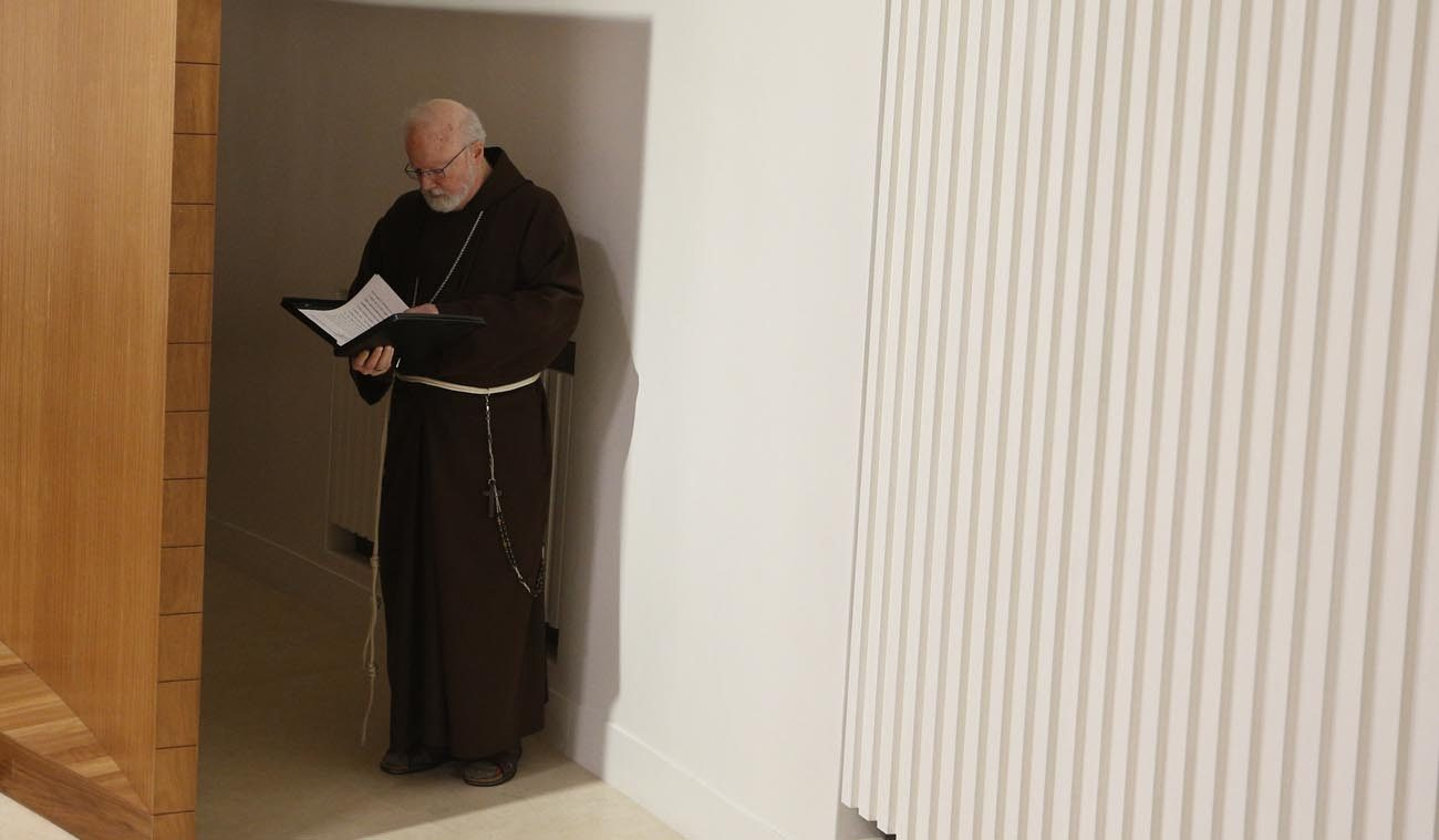 Cardinal Sean P. O'Malley of Boston, president of the Pontifical Commission for the Protection of Minors, reviews documents before entering a seminar on safeguarding children at the Pontifical Gregorian University in Rome March 23. (CNS photo/Paul Haring)
