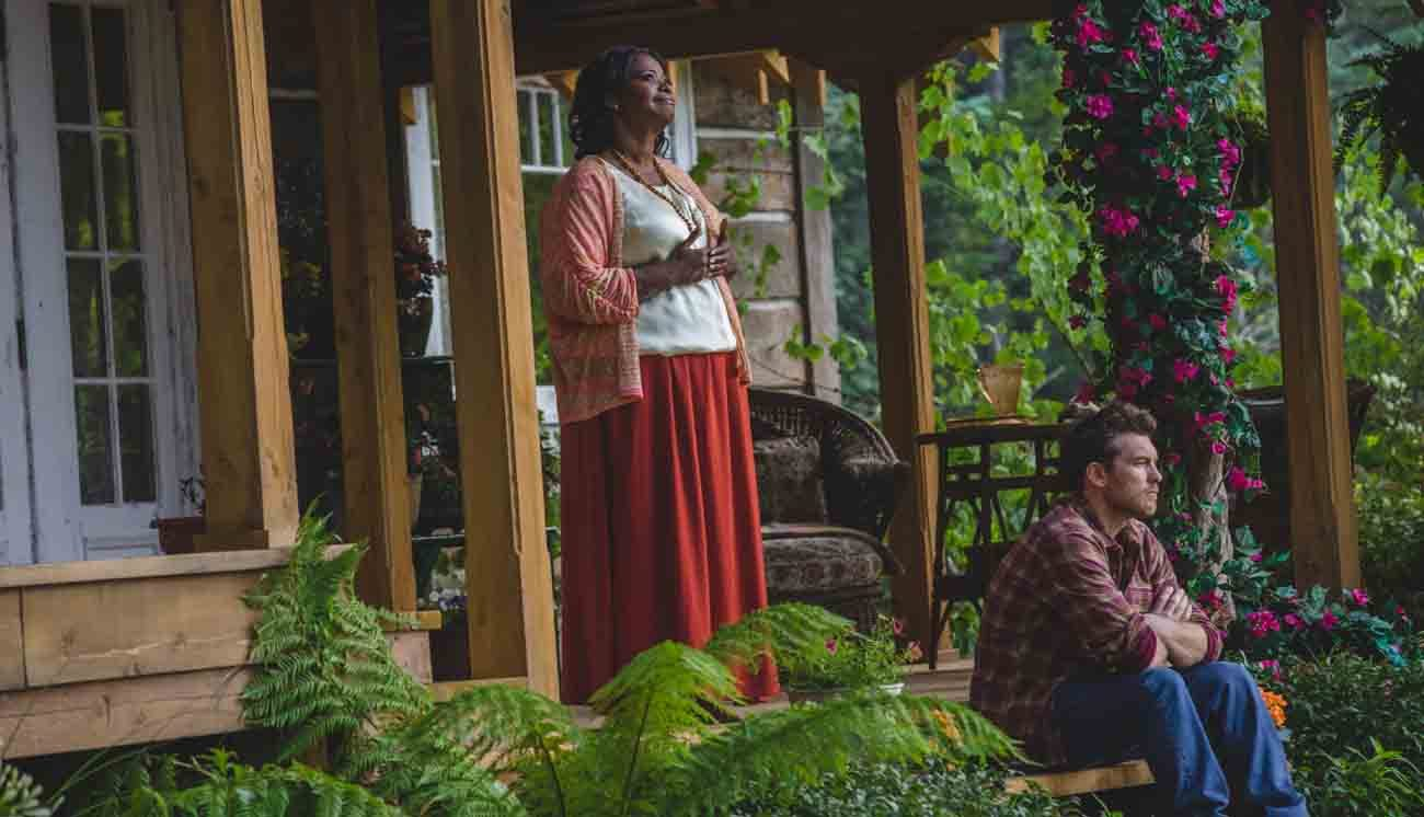 """Octavia Spencer and Sam Worthington star in a scene from the movie """"The Shack.""""  (CNS photo/Lionsgate)"""