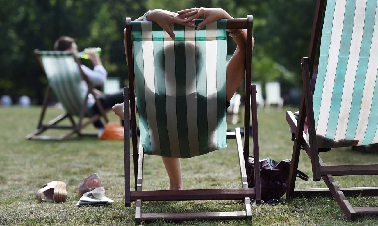 People enjoy the weather at Green Park in London Sept. 13, 2016. The bishops of England and Wales have put the post-Brexit future of the United Kingdom at the top of a list of priority issues for Catholic voters to consider before the June 8 general election. (CNS photo/Andy Rain, EPA)