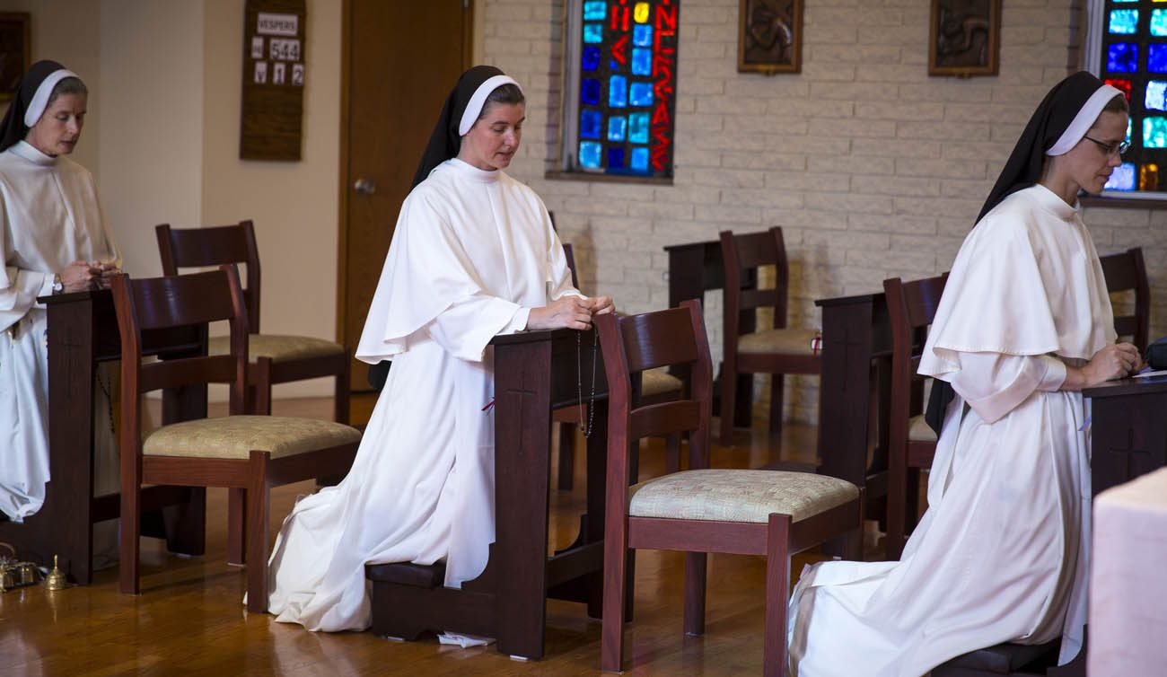 Dominican Sister Marie Bernadette Thompson, council coordinator for the Council of Major Superiors of Women Religious, center, prays the rosary May 16 with other women religious at their Washington convent. Sister Marie Bernadette has been chosen to be a delegate to the Convocation of Catholic Leaders being held in Orlando, Fla., July 1-4. (CNS photo/Chaz Muth)