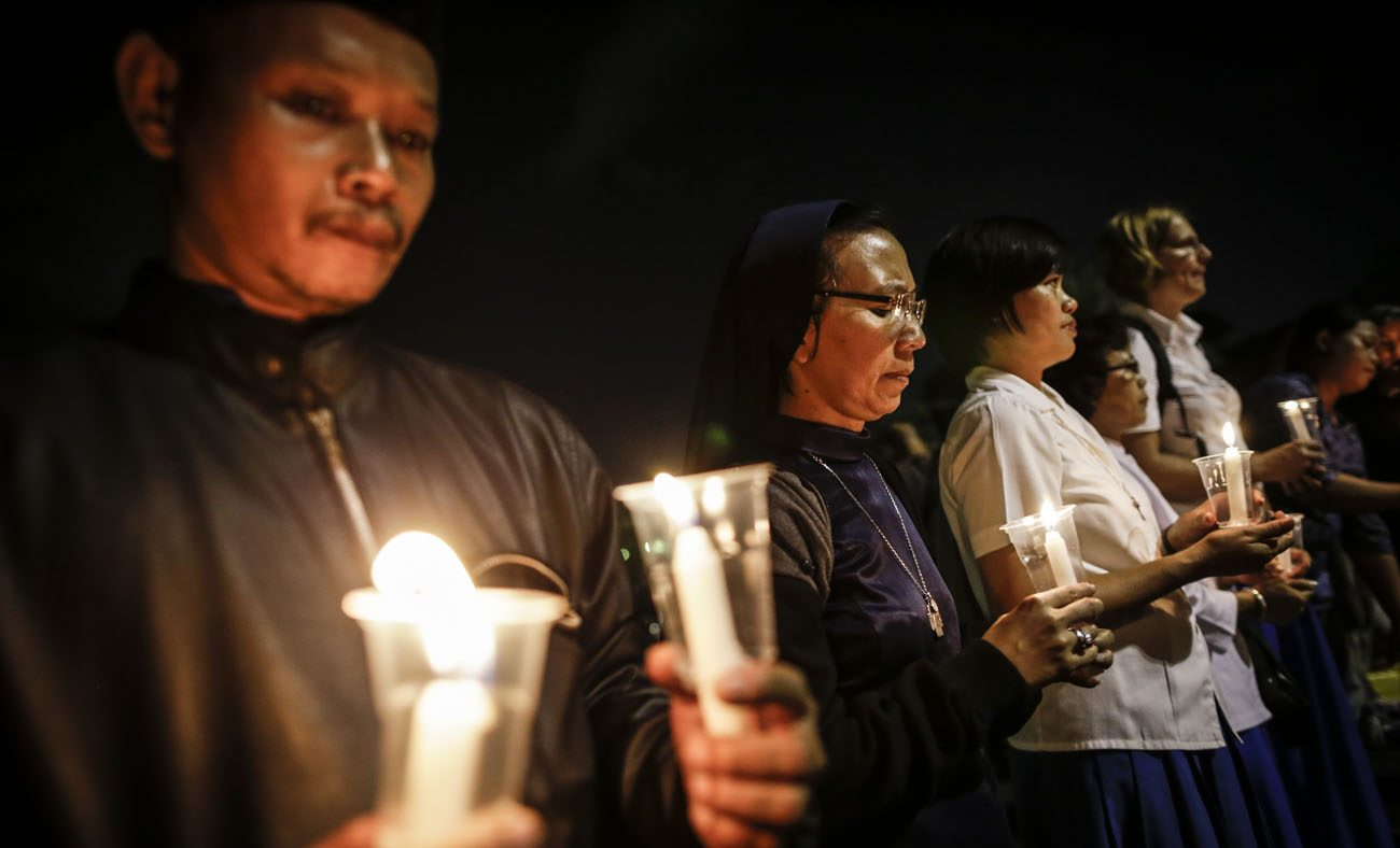 Indonesian activists hold candles during a 2016 candlelight protest against death penalty executions outside the presidential palace in Jakarta. Indonesia has rejected the possibility of abolishing the death penalty at a United Nations hearing reviewing the country's human rights situation. (CNS photo/Mast Irham, EPA)