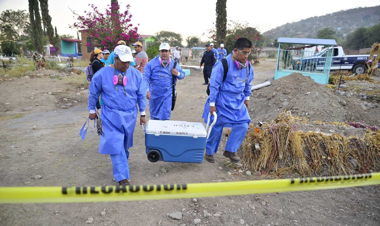 Specialists in Jojutla, Mexico, unearth remains found in unmarked graves March 21. (CNS photo/Tony Rivera, EPA)