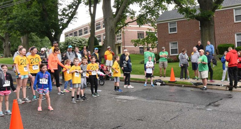 Participants in the kids' race get ready for the start of their run.