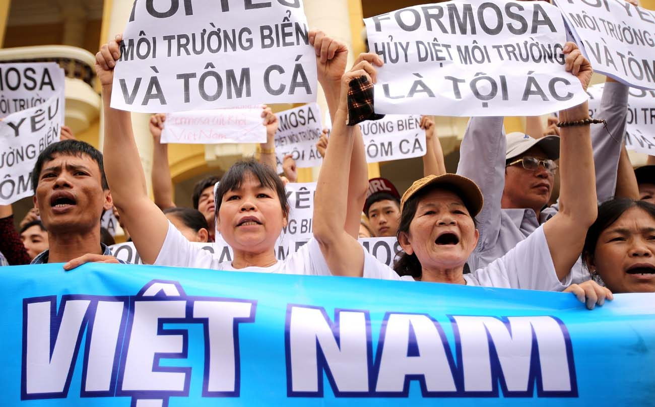 Vietnamese protesters hold banners during a 2016 rally  in Hanoi denouncing mass fish deaths due to toxic discharge from the Taiwanese-built steel plant in Ha Tinh province. (CNS file photo/Luong Thai Linh, EPA)