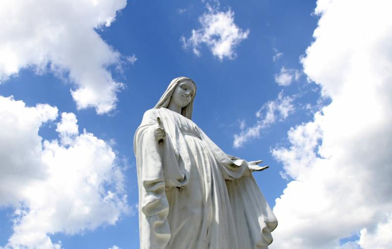 """A statue of Mary overlooks the grounds of St. Jude Church in Mastic Beach, N.Y. We have difficulty envisioning a heavenly home because """"most of us just can't fathom that much beauty and joy,"""" says Kelly Johnson, who teaches theology and ethics at the University of Dayton in Dayton, Ohio.(CNS photo/Gregory A. Shemitz)"""